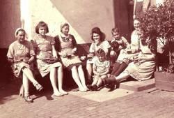 Pause in der Zigarrenfabrik Mohn, Bildarchiv Heimatverein Herxheim